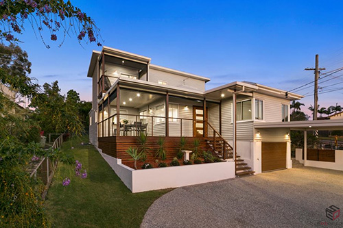 A porch and carport by SEQ Builders