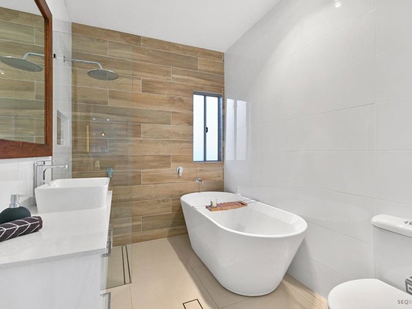 A white bathroom by SEQ Builders